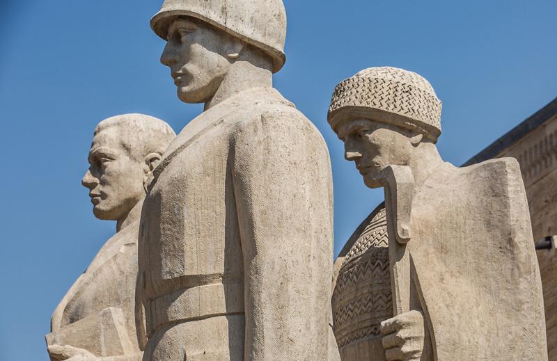 国父纪念馆外雕像。摄影:孟菁