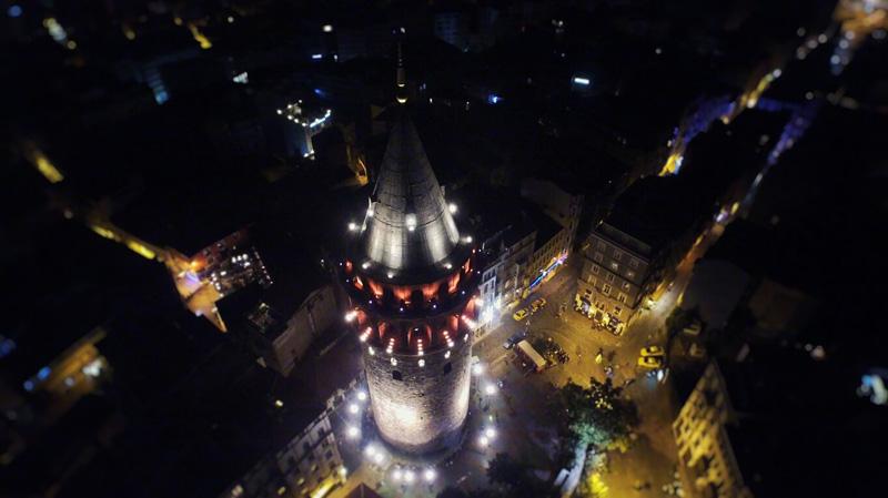 航拍伊斯坦布尔夜景。摄影:赵岸