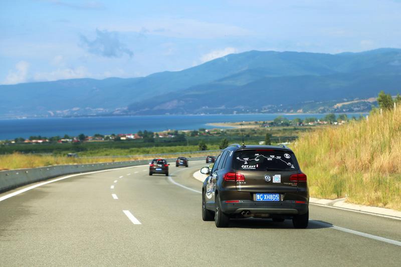 新途观车队行驶在希腊境内。摄影:刘逵