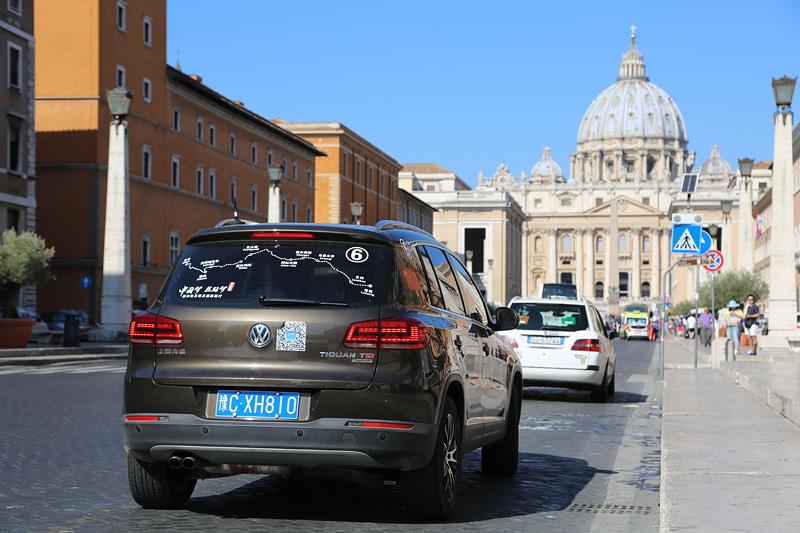 """""""中国梦 丝路梦""""车队抵达意大利罗马市。摄影:刘逵"""