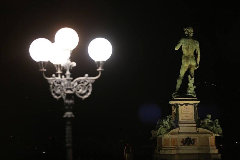 米开朗基罗广场上上,佛罗伦萨的象征——大卫青铜像。摄影:孟菁
