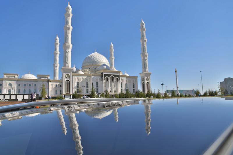 中亚最大清真寺——努尔阿斯塔纳清真寺。摄影:刘逵