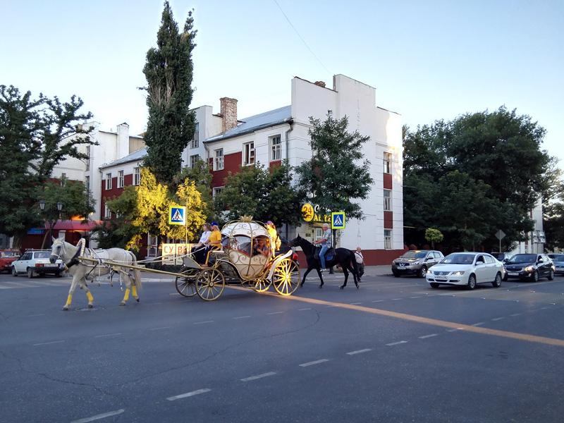 阿斯特拉罕街景。荣耀7拍摄。摄影:臧亚伟